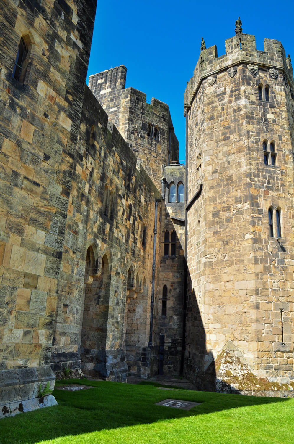 Harry Potter movie locations - Alnwick Castle - JRMI